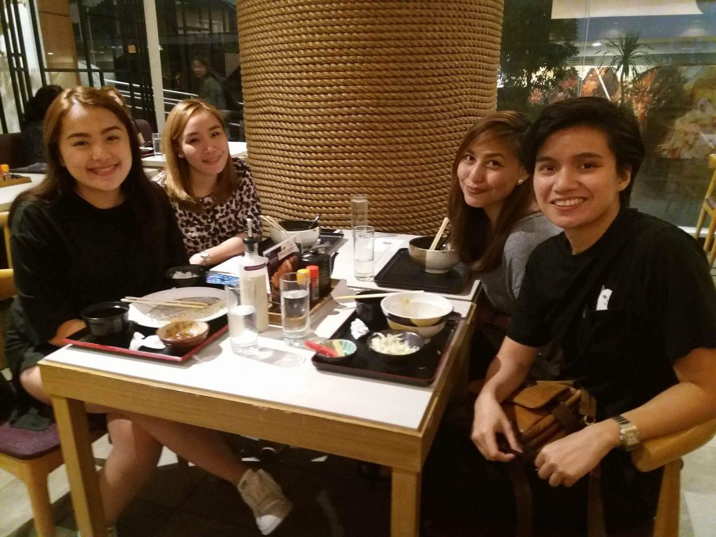 Last dinner with friends | © myTEFL