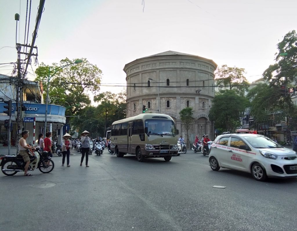 Downtown Hanoi getting busy | © Janine Dhuka/myTEFL