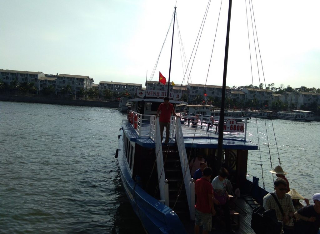 Boarding the boat to Ha Long | © Janine Dhuka/myTEFL