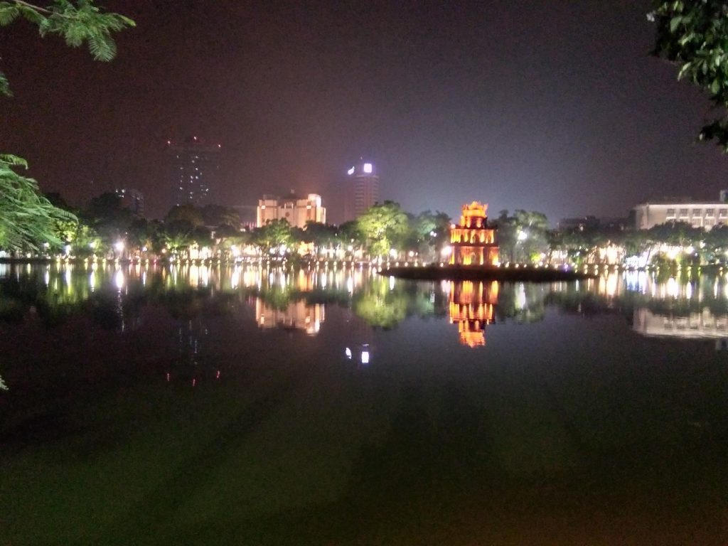 Hoan Kiem Lake by night | © Janine Dhuka/MyTEFL