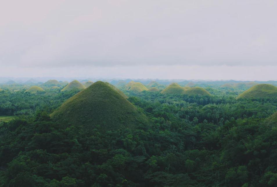 The chocolate hills of Bohol | ©  Jacky Lo/Unsplash